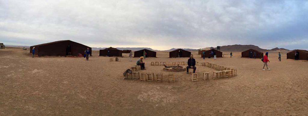 Jagora'da çölde Kamp alanı
