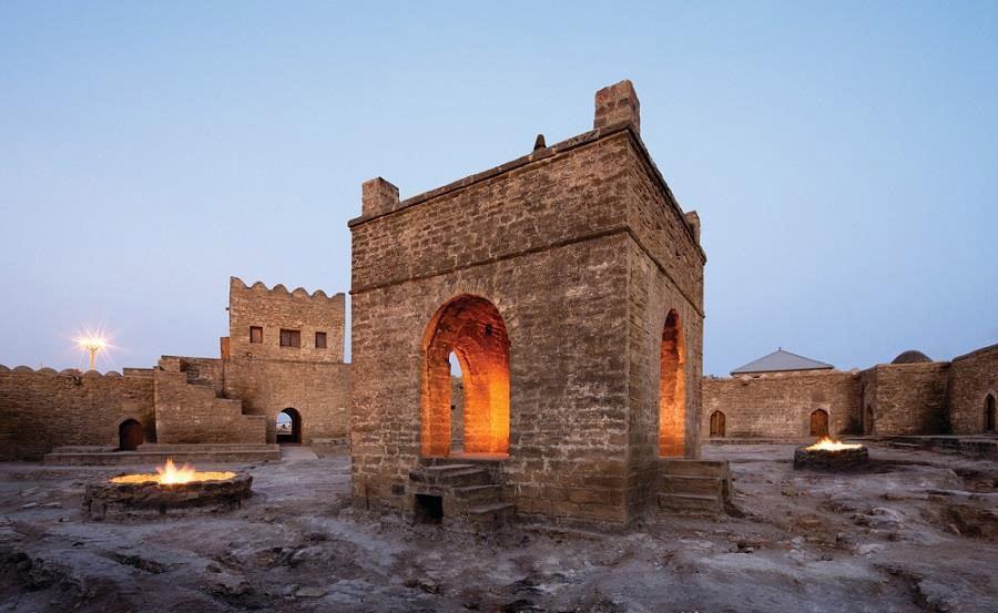 Bakü'de eskiden kalma bir ateşgah