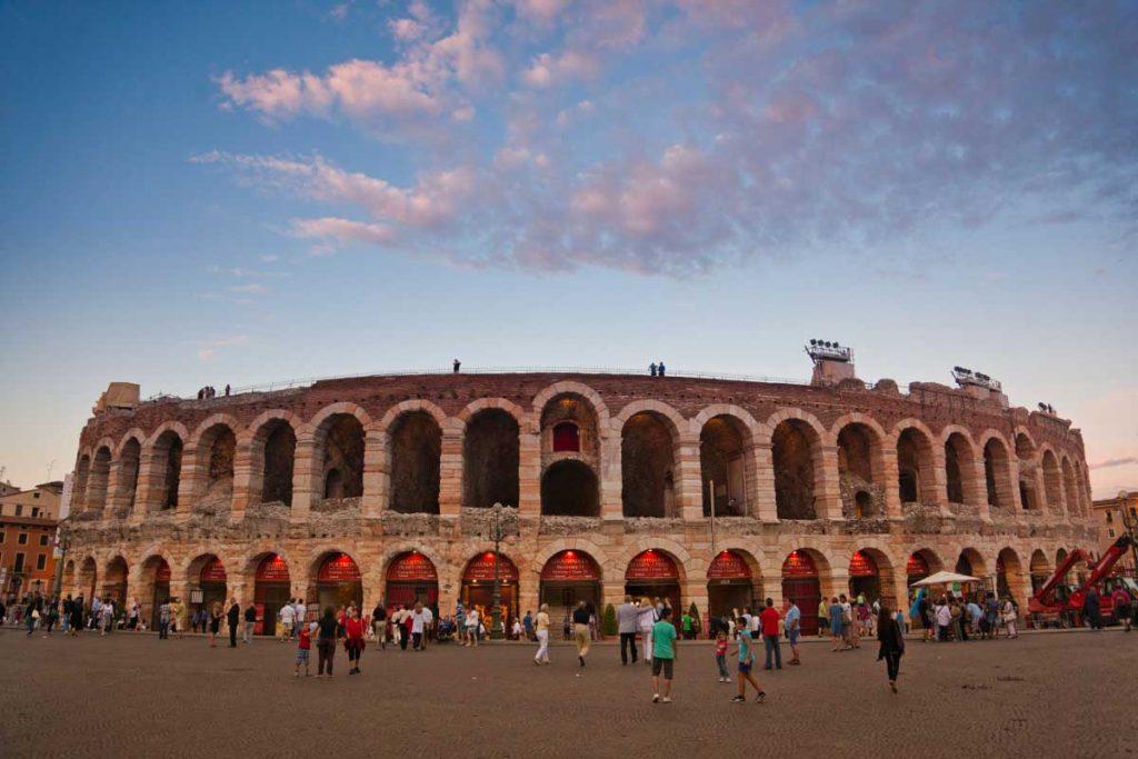 Verona'daki 22.000 kişilik M.Ö. 1. asırdan kalma arena