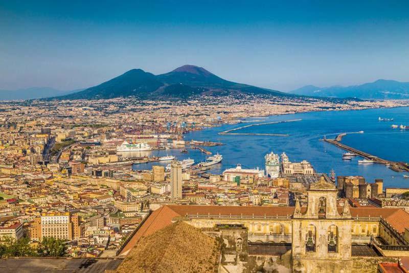 Napoli ve Vezüv Yanardağı