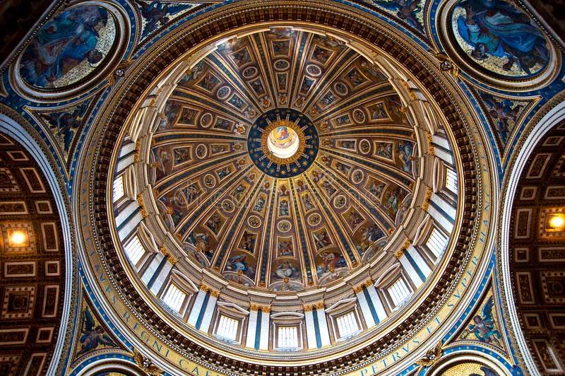 Michelangelo'nun yaptığı San Pietro Bazilikasının kubbesi